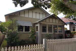 Cooks Hill Cottage is a spacious three bedroom home in a tree lined street of Cooks Hill.