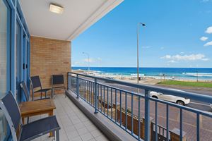 Sandbar Apartment provides a balcony with ocean views over Newcastle Beach.